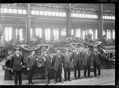 2018.18.FN.025--philip weibler collection 5x7 sheet film neg--CRI&P--company shops interior with managers--Silvis IL--c1910 0000