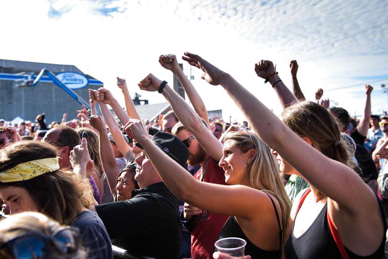 Event-Crowd-People-Beer-Fun-Vendors-Signage @ Phillips Backyard Weekender