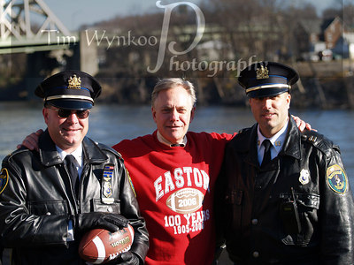 Easton Mayor, Phil Mitman with Easton Police Officers