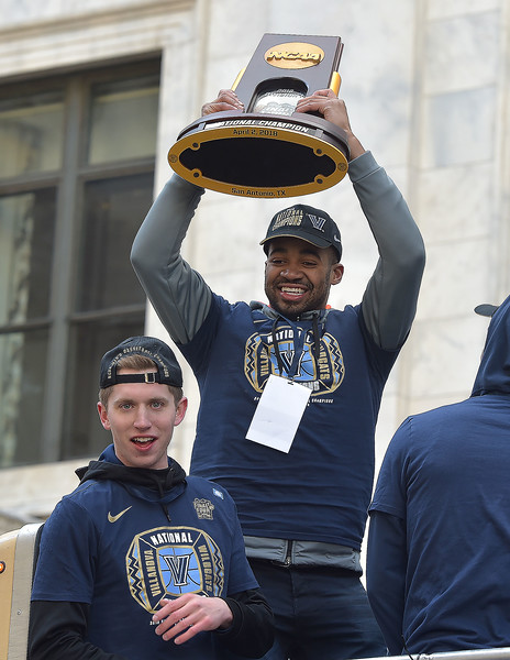 PETE  BANNAN-DIGITAL FIRST MEDIA       Villanova's  team leader Phil Booth holds up the National Championship trophy.
