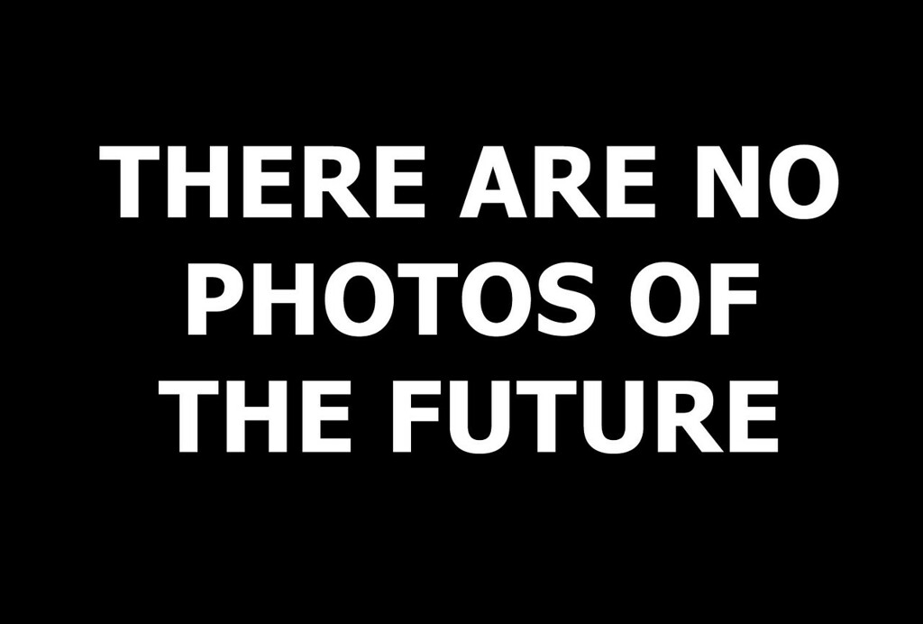 Não há fotos do futuro.<br /> There are no photos of the future.
