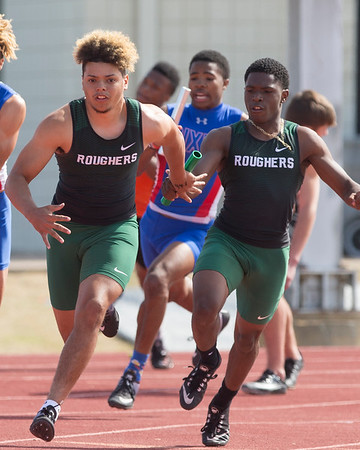 VON CASTOR/Phoenix Special Photo<br /> Kobe Green hands off to Diante Crutchfield in the final leg of the boys 400-meter relay Friday in the Bravado Wireless Muskogee Track Classic at Indian Bowl.