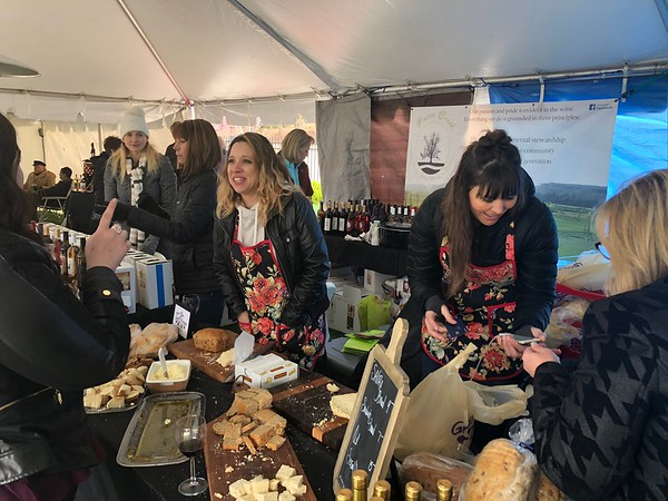 CHESLEY OXENDINE/Muskogee Phoenix<br /> Vendors allow guests to sample bread and wine at two booths at the Party in the Park Saturday.
