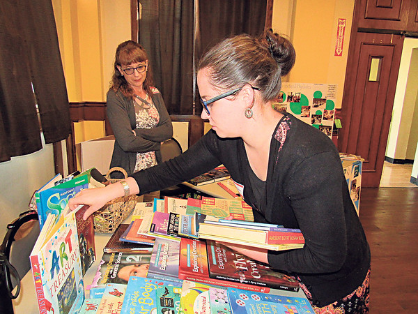 Staff photo by Cathy Spaulding<br /> Candace Nottingham, right, sets up homeschool materials she uses while Jennifer Havenar watches during Homeschool 101, an information session held at Tahlequah Public Library.
