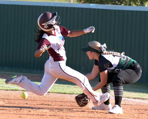 Phoenix special photo by Abigail Washington<br /> Sequoyah's Faren Walker races back to first to avoid being doubled off of first as Muskogee's Laynie Gragg awaits the throw. Walker was safe. Sequoyah won 8-6.