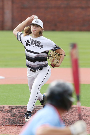 LAURA BEAHM/Hastings Tribune<br /> Three Rivers Bandits' Dan Merrill pitched a one-hitter against the Texarkana Bulldogs in the American Legion Mid-South Regional Tournament Wednesday in Hastings, Neb.