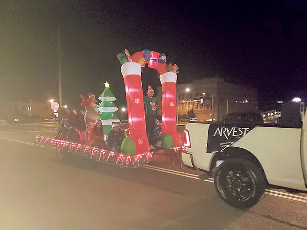 CHESLEY OXENDINE/Muskogee Phoenix<br /> Arvest Bank brought a bright and festive inflatable float to this year's Christmas Parade in downtown Muskogee Friday night.