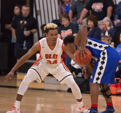 Phoenix special photo by Abigail Washington<br /> Okay's Darius Riggs, left, puts defensive pressure on Porter's Jordan Carter during Tuesday's game in Okay.