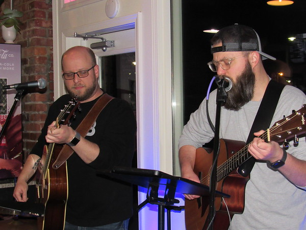 CATHY SPAULDING/Muskogee Phoenix<br /> Jon Vanderveer, left, and Micheal Rappe make up part of the trio RB&H, which will perform Thursday at Oklahoma Music Hall of Fame.