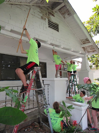 CATHY SPAULDING/Muskogee Phoenix<br /> Mission Muskogee participants find several ways to paint a house on Monday. Mission Muskogee sends youths out to paint and clean around houses across Muskogee for four days.