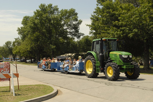 CHESLEY OXENDINE/Muskogee Phoenix<br /> A tractor made for a makeshift shuttle between the parking lot and the festivities during Porter's Peach Festival, which wrapped up Saturday.