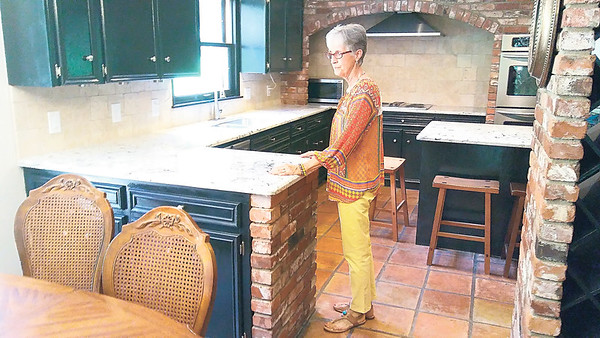 Staff photo by Wendy Burton<br /> Real estate agents, including Realtor Patsy Clinkenbeard, will open their listings Sunday afternoon for potential home buyers.