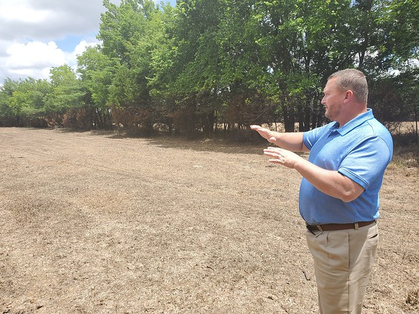 CHESLEY OXENDINE/Muskogee Phoenix<br /> Muskogee County District 1 Commissioner Ken Doke gives a tour of pastures drowned by the near-record flooding of the Arkansas River. Doke lost nearly 90 percent of his grazing pastures to the rising waters.