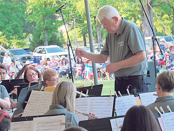 CATHY SPAULDING/Muskogee Phoenix<br /> Jerry Huffer directs the Muskogee Community Band during Saturday's Symphony in the Park. The concert featured music of American composers.