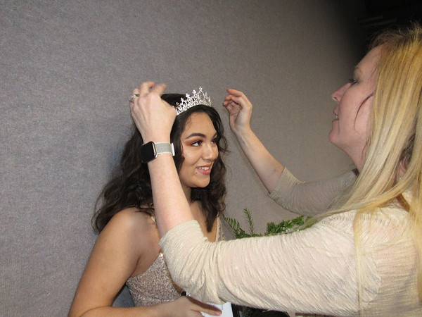 CATHY SPAULDING/Muskogee Phoenix<br /> Muskogee High School Band Queen Alyssa Marie Sanchez stands still while her mother, Leah Straube, checks her crown. Sanchez was presented as queen at Thursday's MHS Symphonic Band and Wind Ensemble Concert.