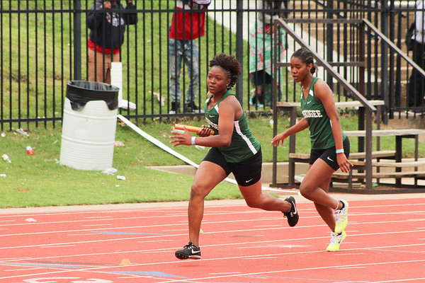 PATRICK KAYS/Phoenix Special Photo Muskogee's Lonnesha Hill takes off after a handoff from Laila Johnson in the Class 6A 800-meter relay on Friday at Moore High School.