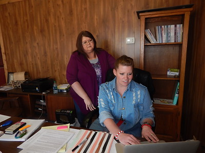 KENTON BROOKS/Muskogee Phoenix Jerri Holder, office manager of the Checotah Chamber of Commerce, oversees the new chamber Public Relations Director Delaina Stevens.