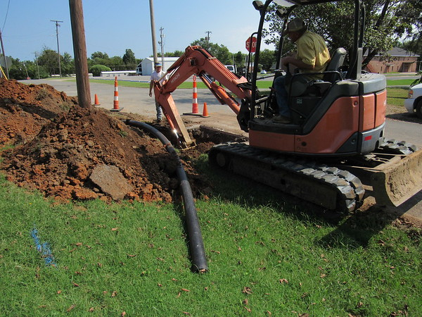 CATHY SPAULDING/Muskogee Phoenix<br /> An excavator operator digs dirt for a polyethylene water line, part of Fort Gibson's pipeline replacement program.