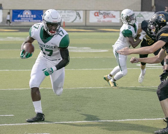 SHANE KEETER/Special to the Phoenix Braylin Reed runs with the ball during the Roughers' win on Friday.