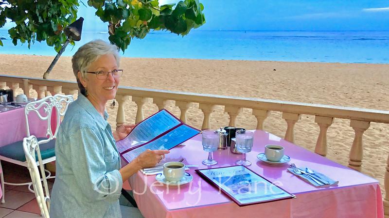 Breakfast on the beach - Oahu