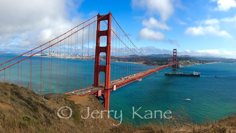 Golden Gate Bridge on a clear day.