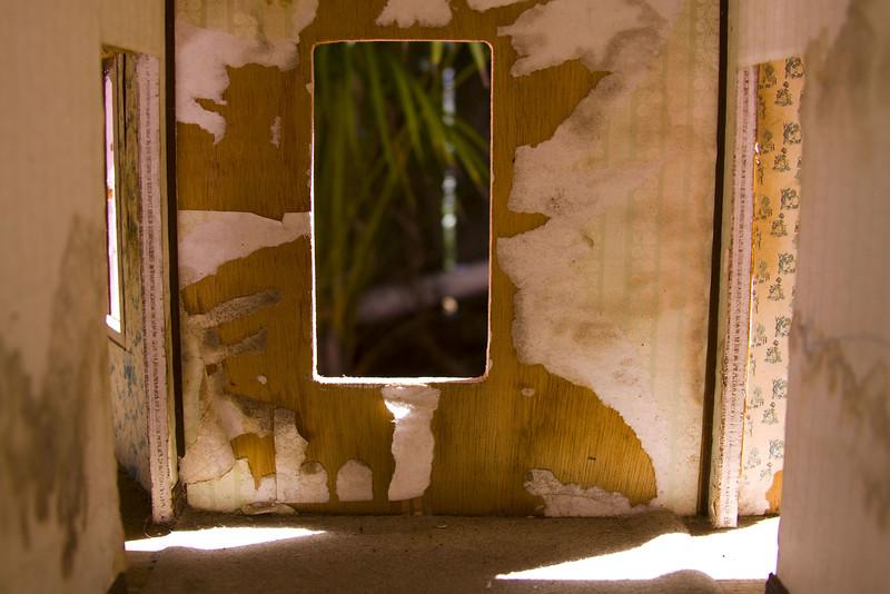 la casa V, 2009<br /> archival pigment print <br /> 8 x 12 inches (20 x 30 cm)