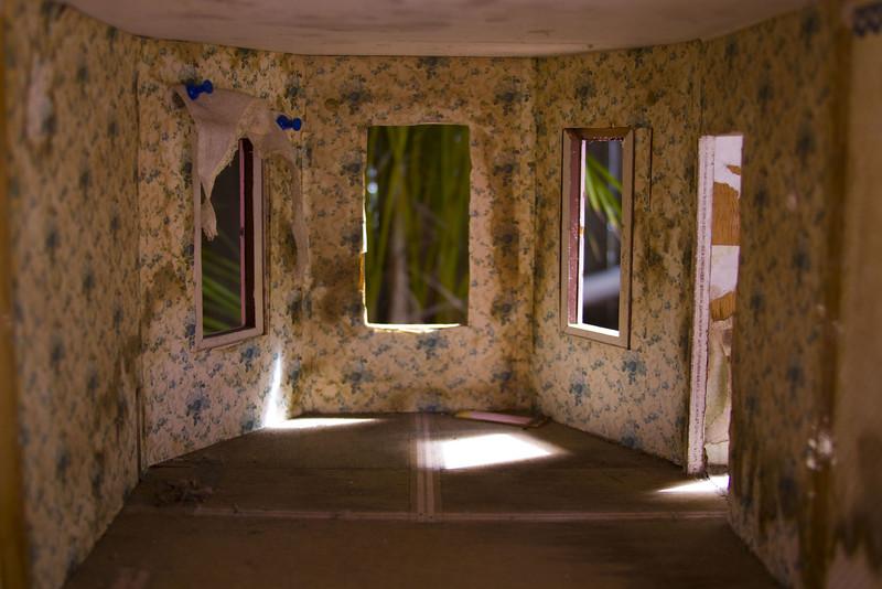 la casa III, 2009<br /> archival pigment print <br /> 8 x 12 inches (20 x 30 cm)