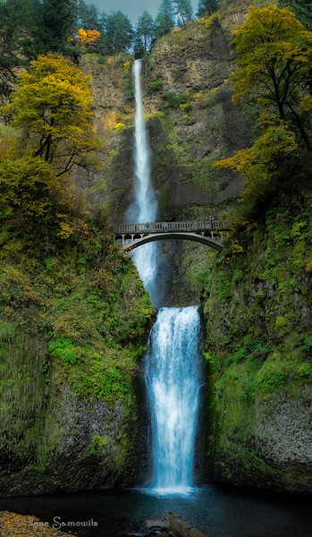 Multnomah Falls, Columbia River Gorge, Oregon in fall.
