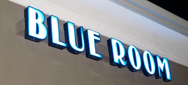 3.16 BLUE ROOM