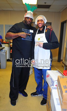 12.23.11 Super Bowl Champion Charles Grant teams up with This Is It! to SACK Hunger for the Holidays