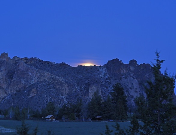 Super Moon rise over Smith Rocks BV