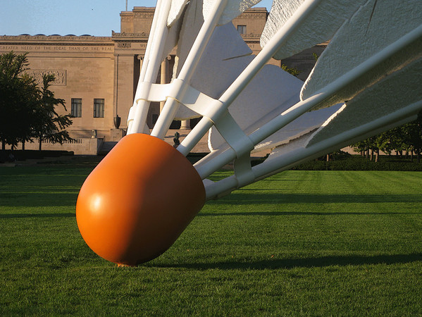 Claus Oldenburg's Shuttlecocks at the Nelson-Atkins Art Museum are still among my favorite sculptures. Rodin's The Thinker (seen through the shuttlecock) now does his thinking on the south side of the buildiing. The recent Bloch Building is best viewed after sunset. October, 2010.