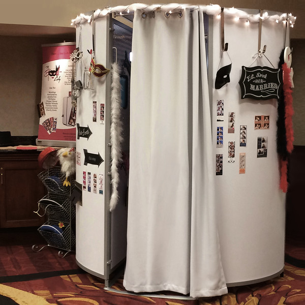 The Photo Pod at a Wedding Show in Cleveland