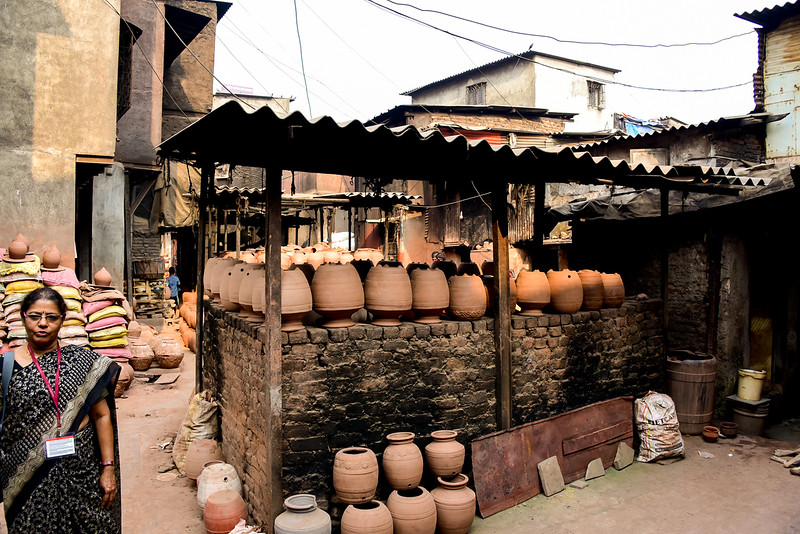behind the scenes in the slums, red clay pottery production