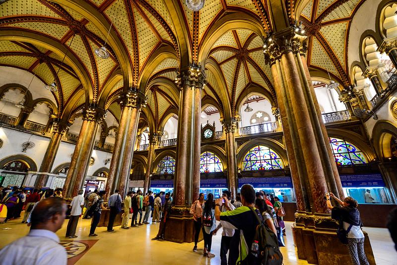 main ticket hall of the Mumbai main Train Station