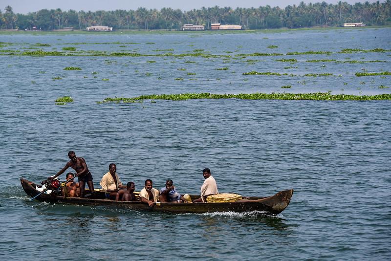 Kumarakom - backwater fishermen on the move