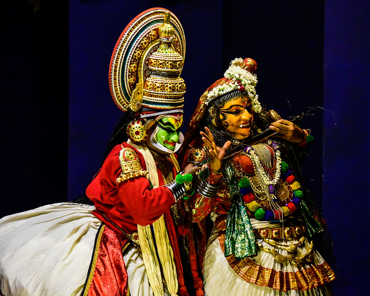 Cochin - the Kathakali dancers entertaining us
