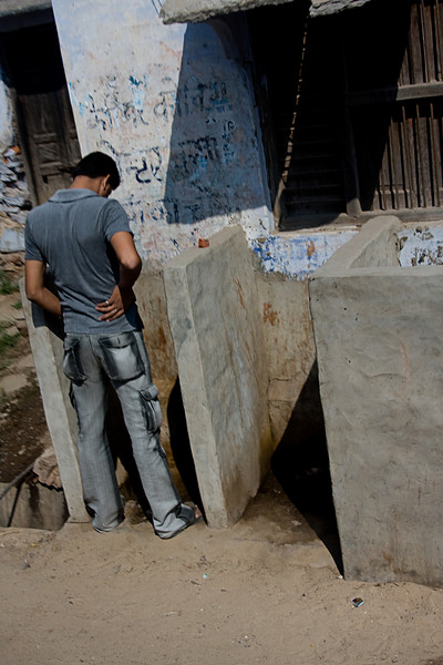 <center>Outdoor Urinal<br>Between Pushkar and Roopangarh, India </center>