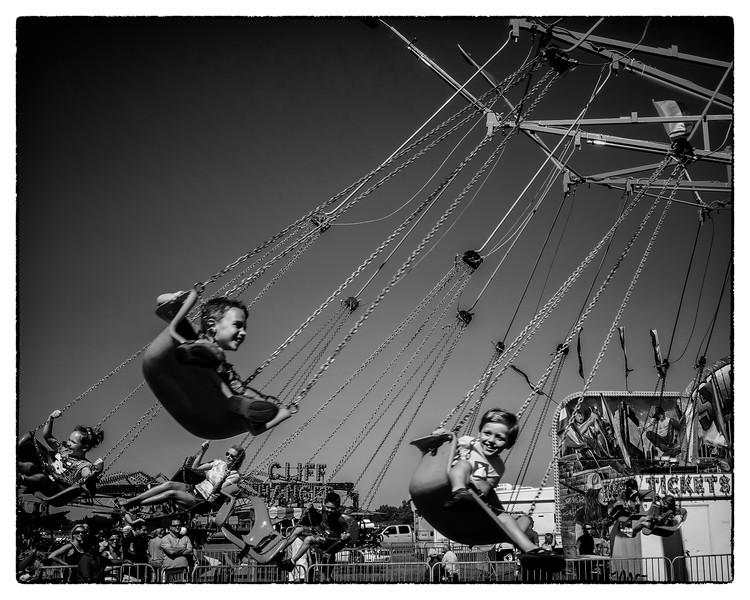 Swinging Retro Kids - B&W