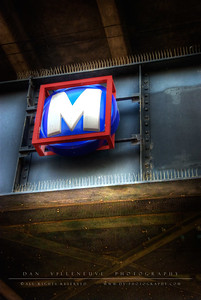 Metro sign on Eads Bridge heading toward Washington Ave.