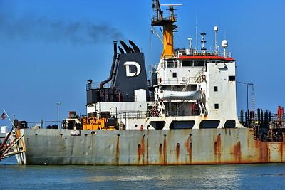 Galveston_Super-Moon_Ship_in_Port_D75_1021