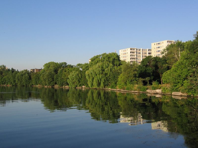 The Humber Bay Promenade, which takes you to the marina, is just outside the front door.