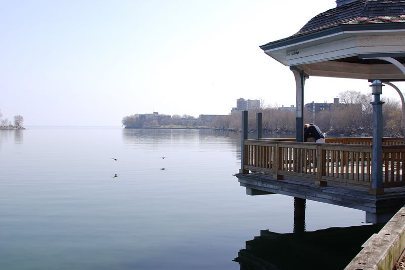 The gazebo at the western end of the Humber Bay Promenade is the perfect resting place on a romantic walk by the lake.