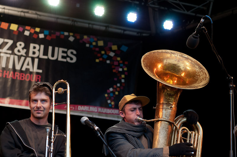 The amazing Tuba Skinny from the US playing some serious Swing stuff...<br /> Resting between solos...