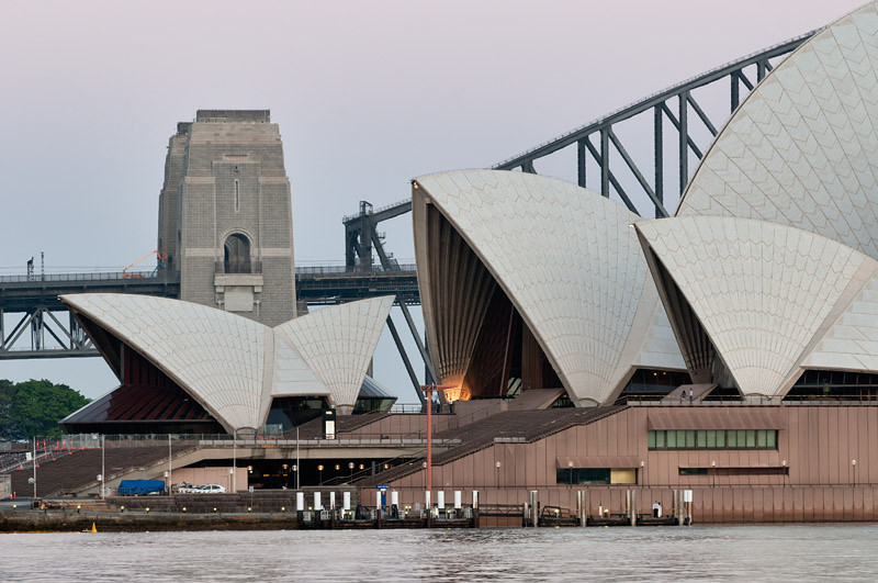 Opera House & Bridge before the sunrise