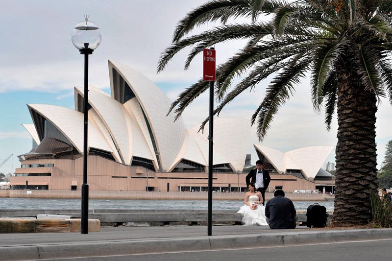 Wedding shooting with the Sydney Opera House as background