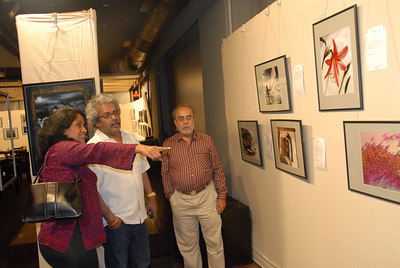 Anu (Arundhathi) showing one of Swapan's pictures.