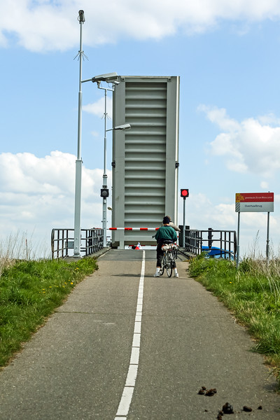 We were surprised to see draw bridges for bike paths.
