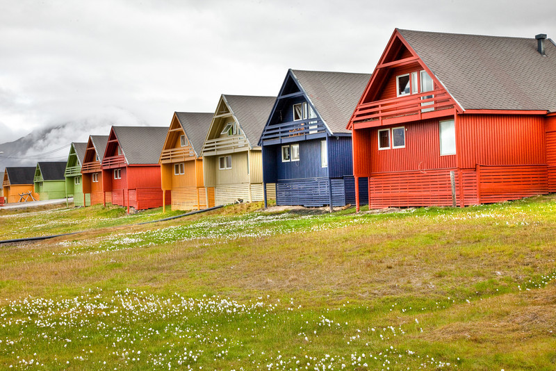 The modern and colorful houses of Longyearbyen.