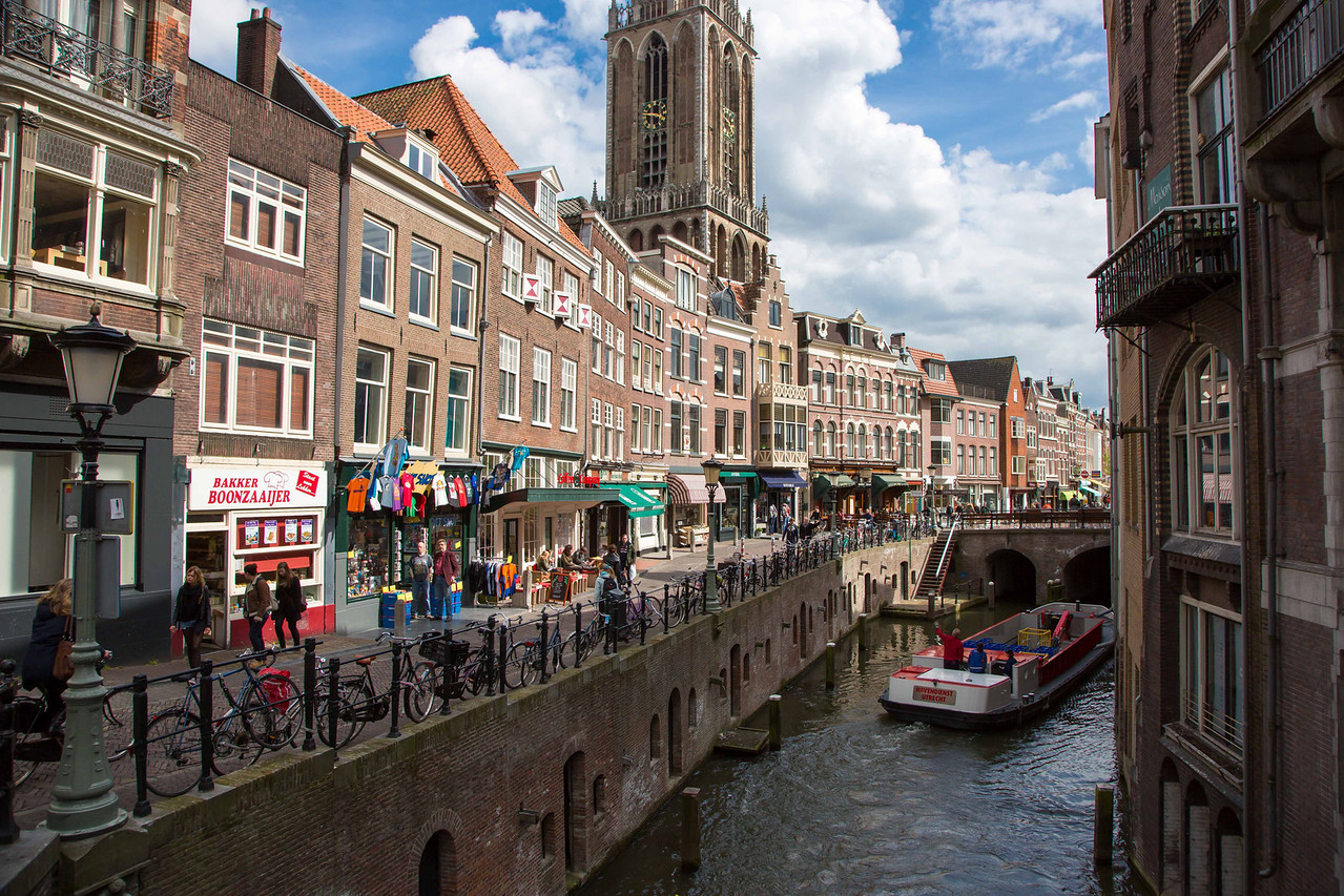 Coming into the busy city of Utrecht.